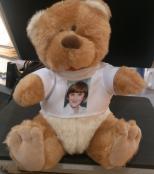Plyšový medvěd v tričku s vlastní fotografií