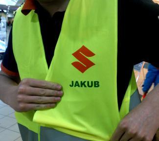 S potiskem logo